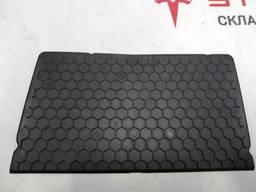 З/ч Тесла. Коврик ниши для хранения под монитором 1045060-0
