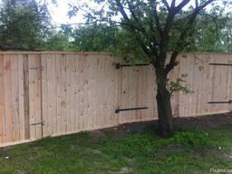 Забор деревянный для стройки - фото 2