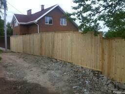 Забор деревянный для стройки - фото 3
