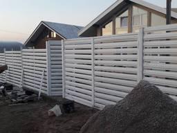 Забор из штакетника металлического горизонтального Монтаж
