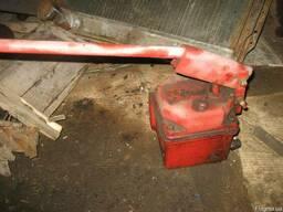 Загрузчик сухих кормов ЗСК на автомобиле или сам бункер.