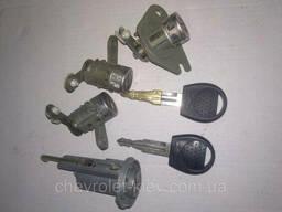 Замок, ключи, комплект ключей Шевроле Авео Т200