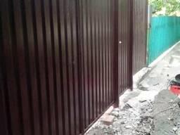 Занимаемся заборами воротами из профнастила в Донецке