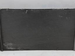 Запчасти БМВ I3. Радиатор системы охлаждения с повреждением BMW i3 17117600520 7600520-01