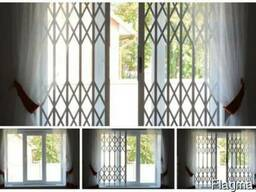 Защитные раздвижные решетки на окна и двери - фото 1
