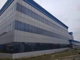 Здание под Торгово-офисный центр, на участке 0,92 га