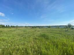 Земельна ділянка з прямим виходом до річки Роставиця.