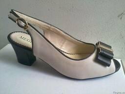 Женские босоножки - на каблуке Цвет беж\корич бант