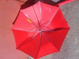 Зонт красного цвета от дождя и солнца