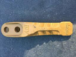 Зуб ковша усиленный 322/С4388 на погрузчик JCB 3CX